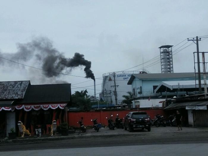 Udara Kotor, Cerobong Asap Perusahaan Sawit persis berada di areal PT Sarana Agro Nusantara Ganggu Kesehatan Warga
