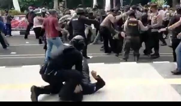 Kenapa Polisi 'Smackdown' Mahasiswa yang sedang Unjukrasa, Polri Akui Ada Kesalahan SOP